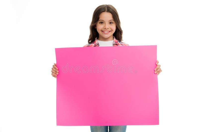 登广告者做广告 小女孩广告的举行纸 有地方的广告孩子拷贝空间的 登广告者做广告 库存图片