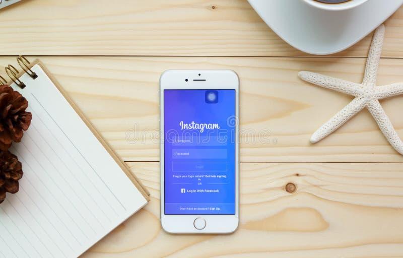 登录画面在苹果计算机iPhone 6s的Instagram象 免版税库存照片