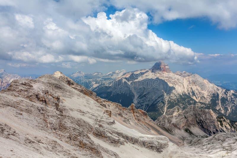 白云岩的美丽的景色在夏天 图库摄影