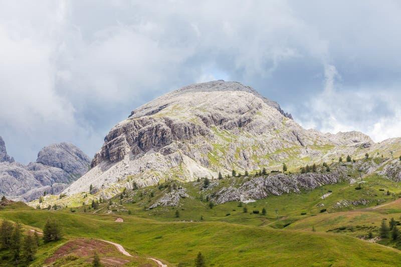 白云岩的美丽的景色在雨以后的 免版税库存图片