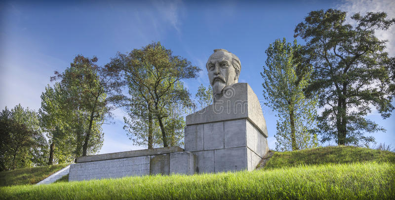 白俄罗斯, Stolbtsy :一座纪念碑在费利克斯・埃德蒙多维奇・捷尔任斯基的家园 免版税库存照片