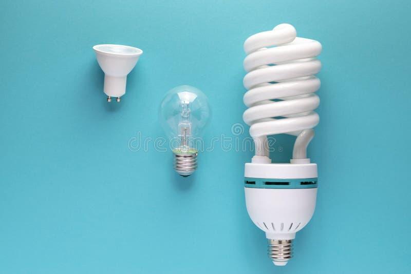 白光电灯泡接近的看法  免版税库存图片