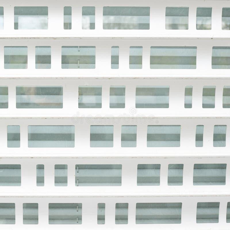 白合金陈列窗窗帘的片段 免版税库存图片