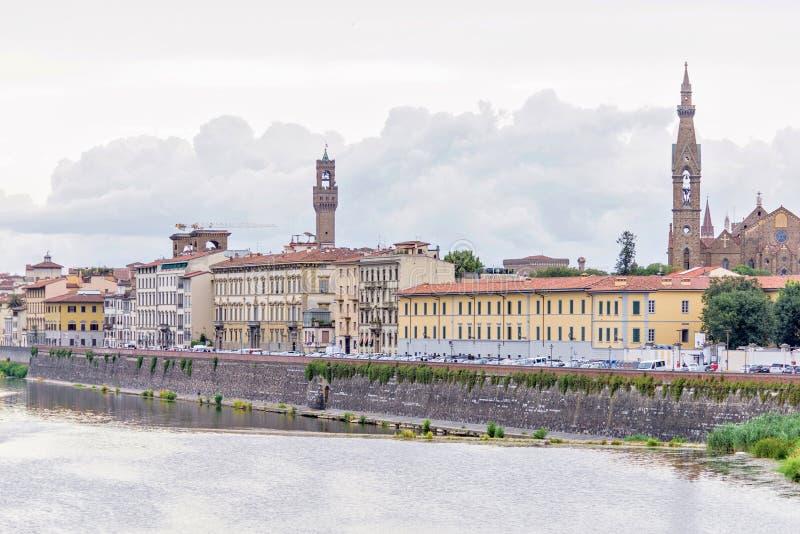 白天多云天视图向有反射的亚诺河河 免版税库存照片