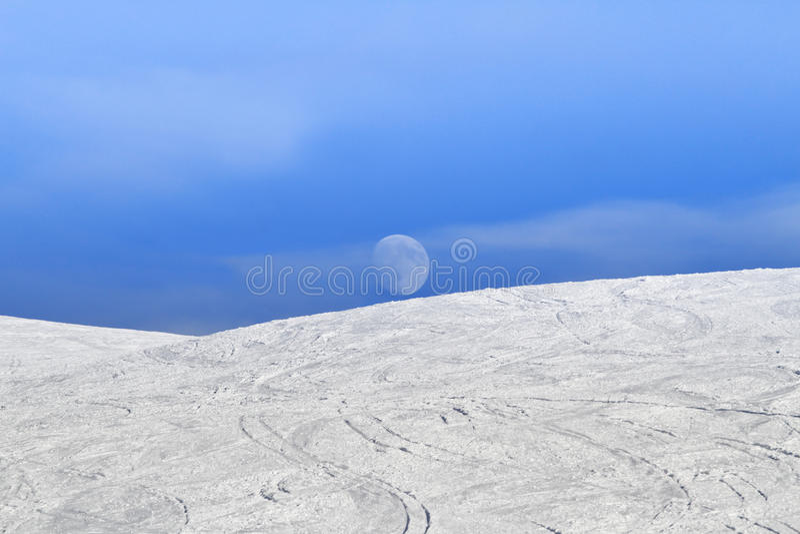 白天月亮piste 免版税库存照片