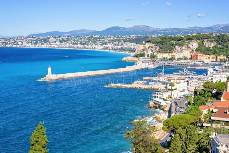 白天视图向beachline和安地比斯,法国蓝色海  免版税库存照片