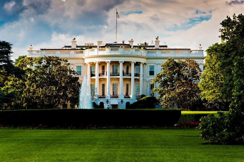 白宫在一个美好的夏日,华盛顿特区, 库存图片