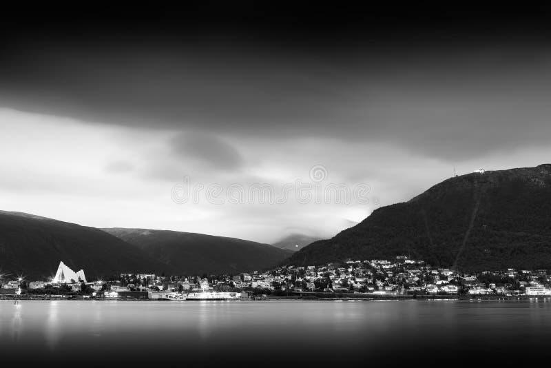 黑白特罗姆瑟阴云密布天气风景背景 免版税图库摄影
