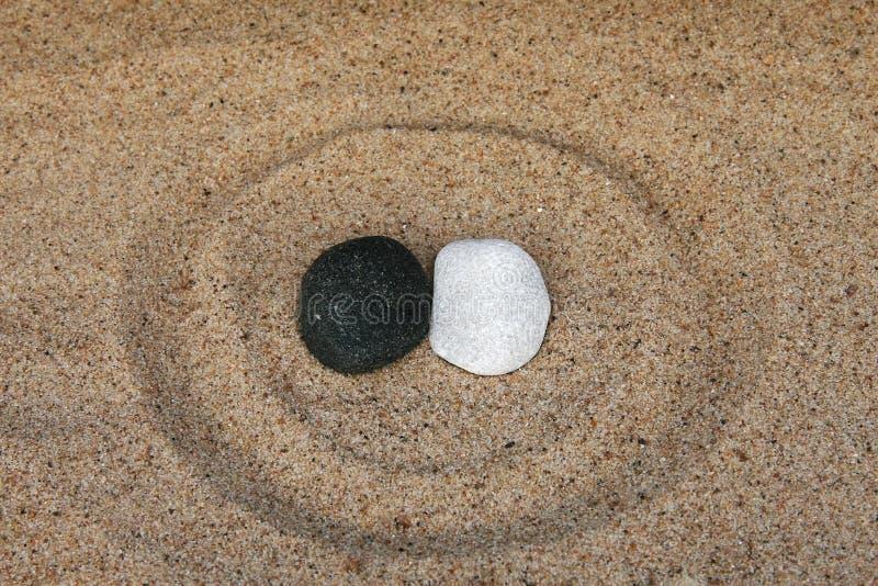黑白石头 免版税库存照片