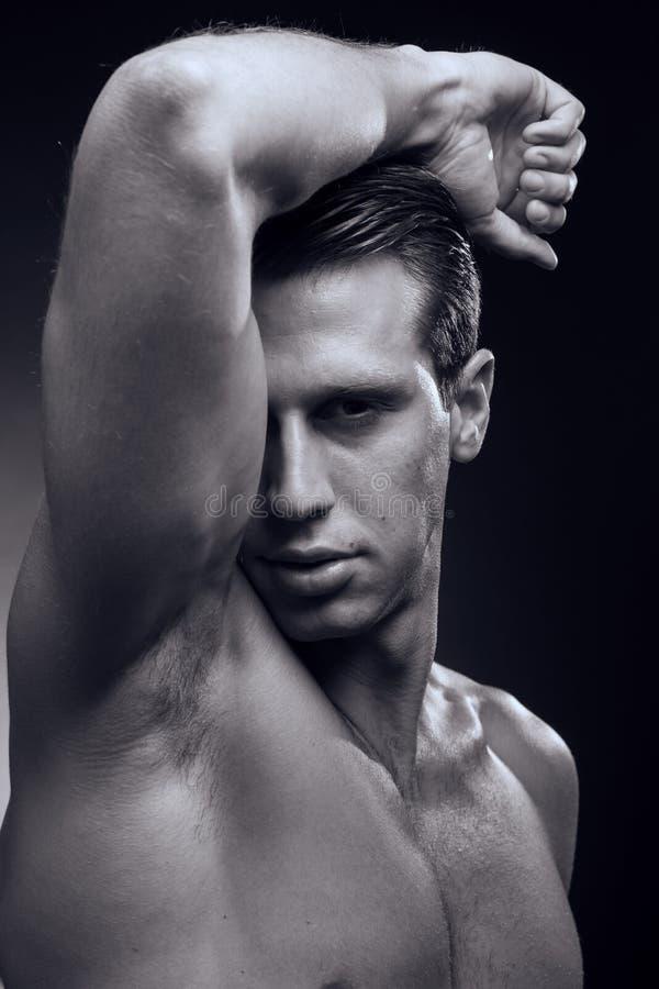 白种人一年轻成人人,肌肉健身模型,顶头面孔 免版税图库摄影