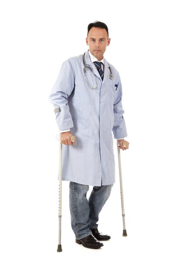 白种人医生被伤害的人 图库摄影