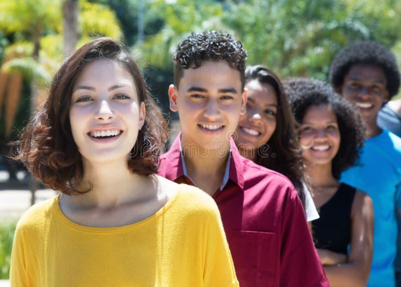 白种人和拉丁和非裔美国人和西班牙年轻adul 免版税图库摄影