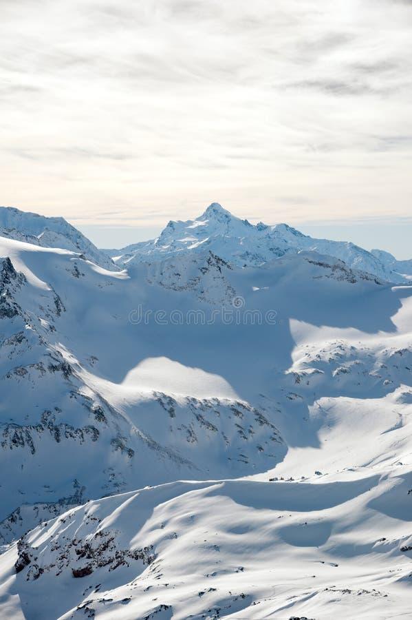 白种人土坎的山的积雪覆盖的峰顶 库存图片
