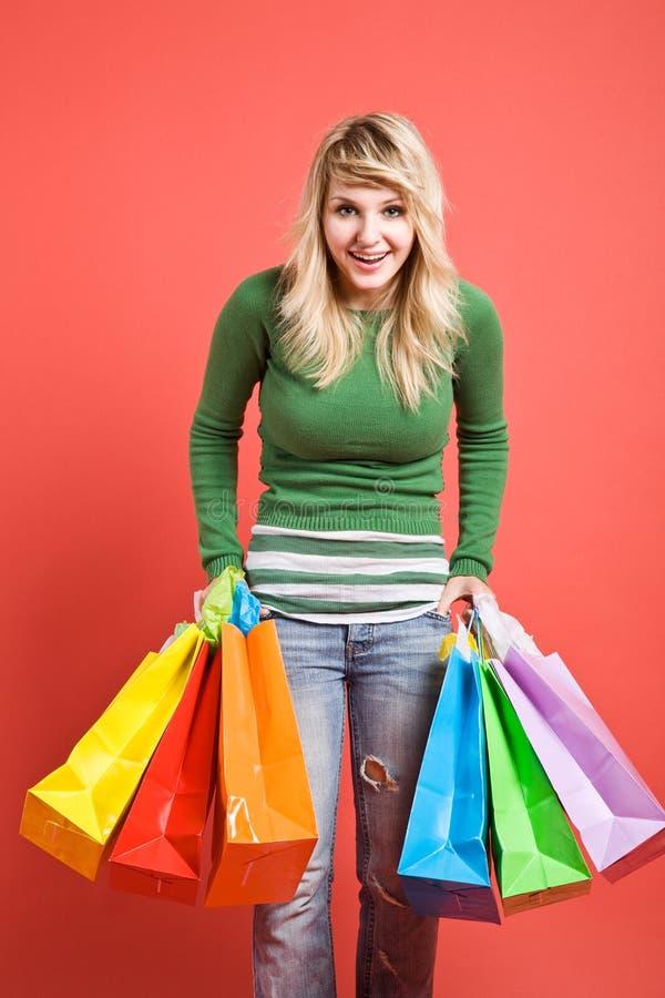 白种人女孩购物 免版税库存照片