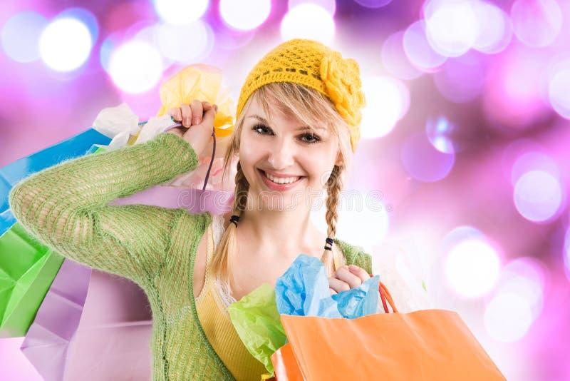 白种人女孩购物 免版税图库摄影