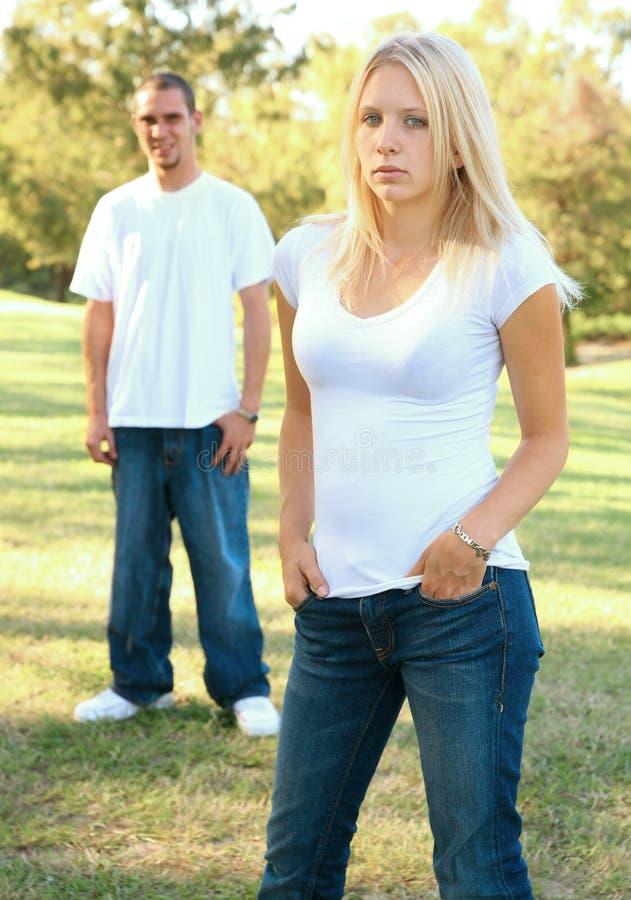 白种人女性男性公园身分 库存照片