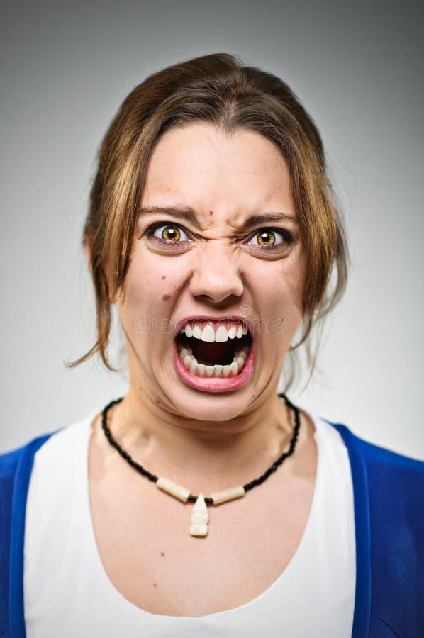 年轻白种人妇女发怒恼怒 免版税库存图片