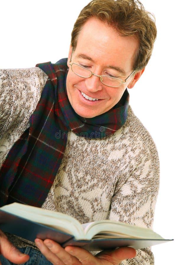 白种人特写镜头享用人读取前辈 免版税库存照片