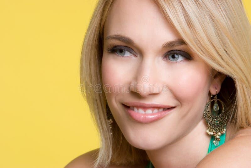白肤金发女孩微笑 免版税库存照片