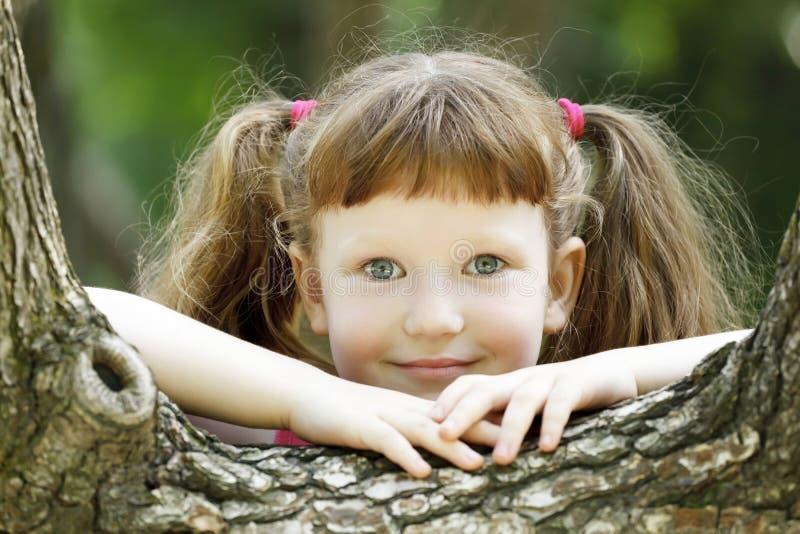 白肤金发女孩微笑 库存图片