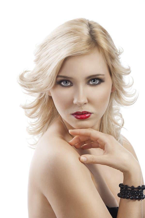白肤金发的下巴飞行女孩头发递她下 免版税库存图片