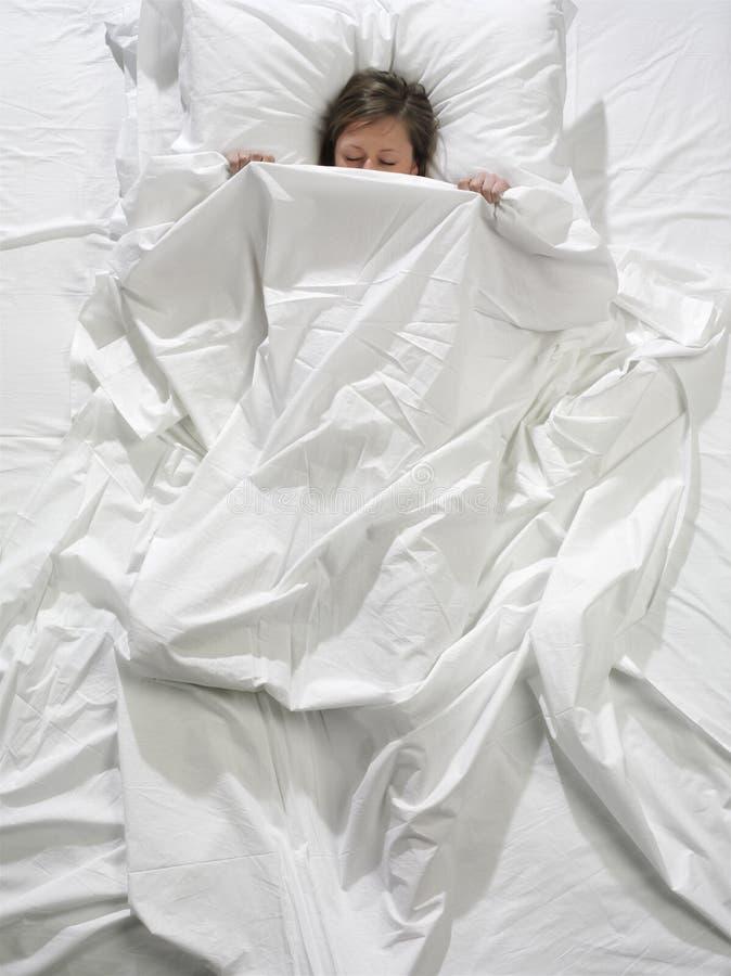 白肤金发的休眠妇女年轻人 库存图片