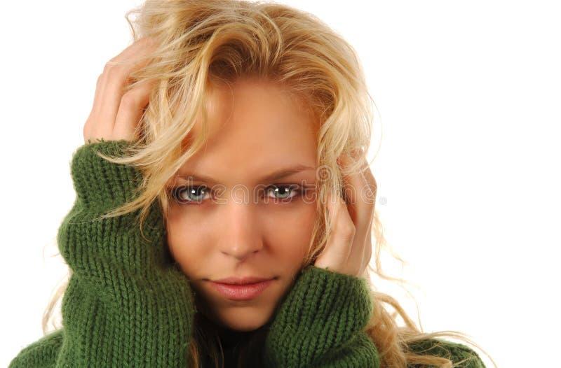 白肤金发的可爱的妇女 免版税库存照片