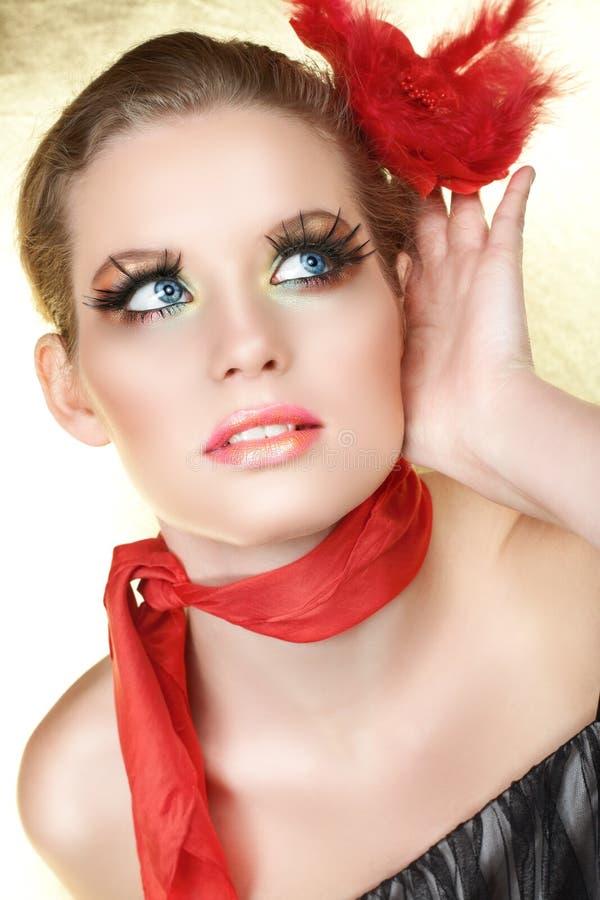 白肤金发的听的红色 免版税库存图片
