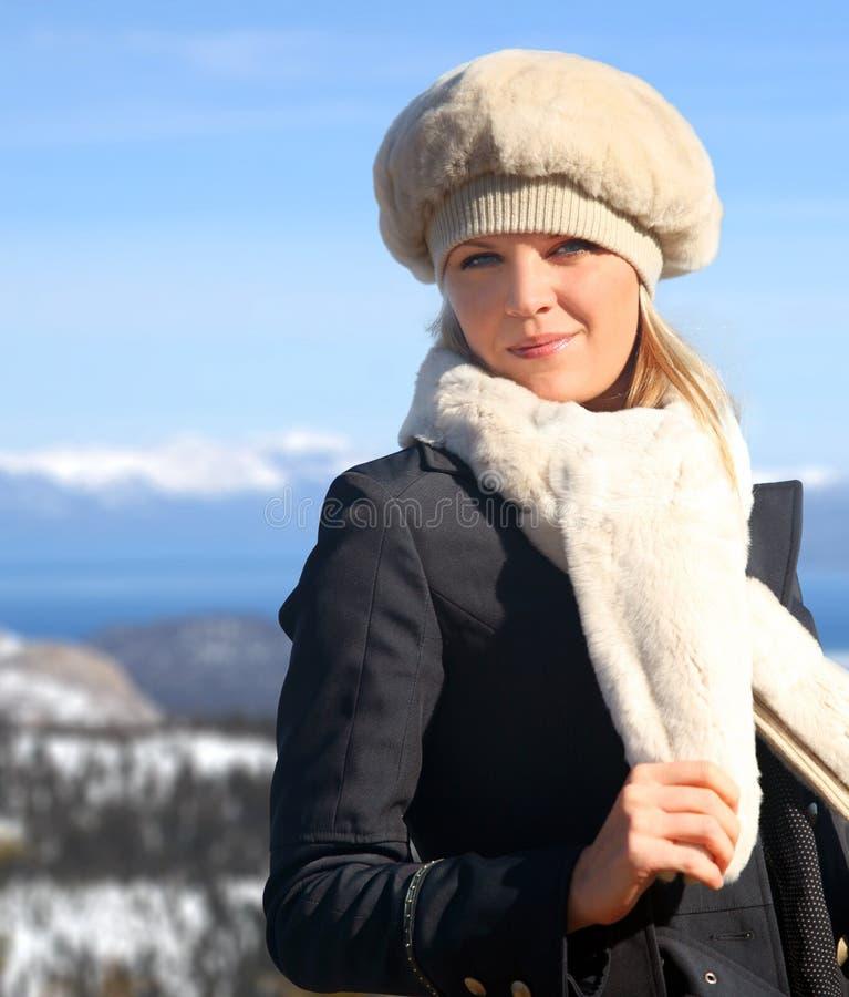 白肤金发的女孩冬天 库存图片