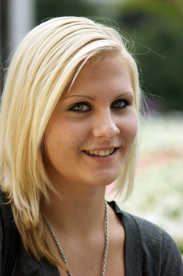 白肤金发的女孩年轻人 库存照片