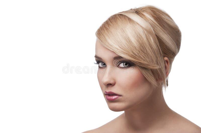 白肤金发的女孩时髦的年轻人 免版税图库摄影