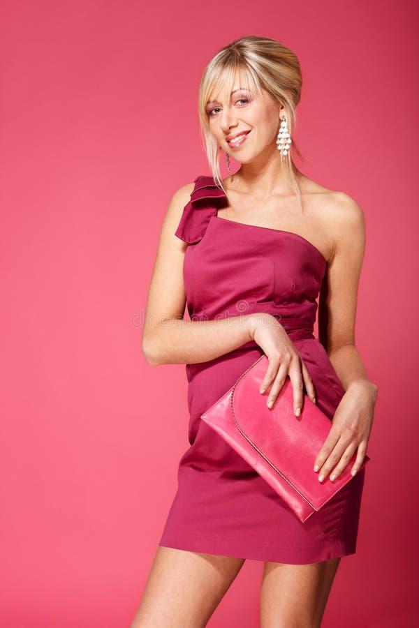 白肤金发的女孩粉红色 免版税库存照片