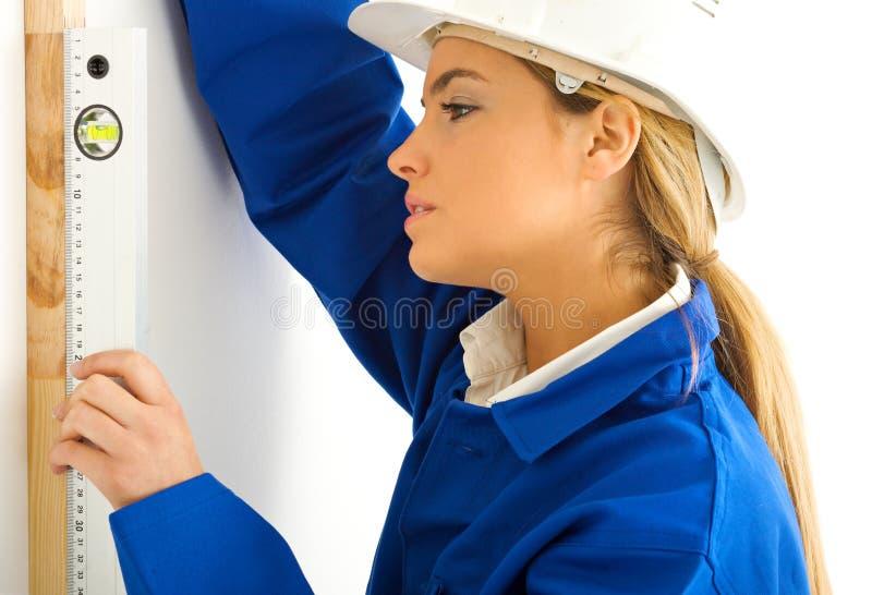 白肤金发的女孩级别工作 免版税库存图片