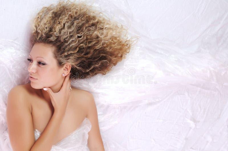 白肤金发的女孩纵向年轻人 库存图片