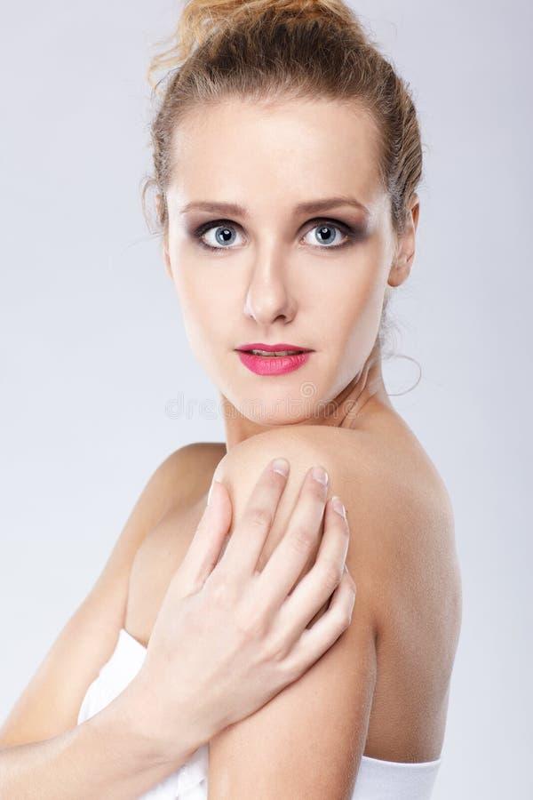 白肤金发的女孩 免版税库存照片
