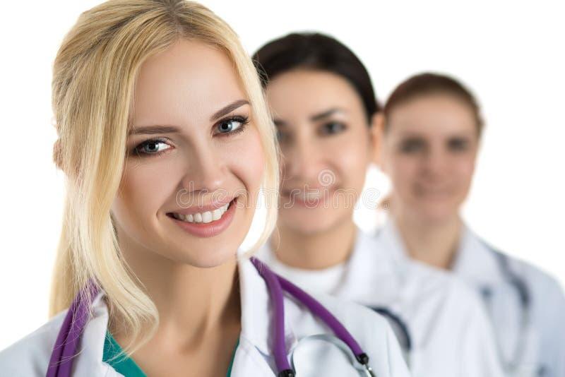 年轻白肤金发的女性医生画象  免版税图库摄影