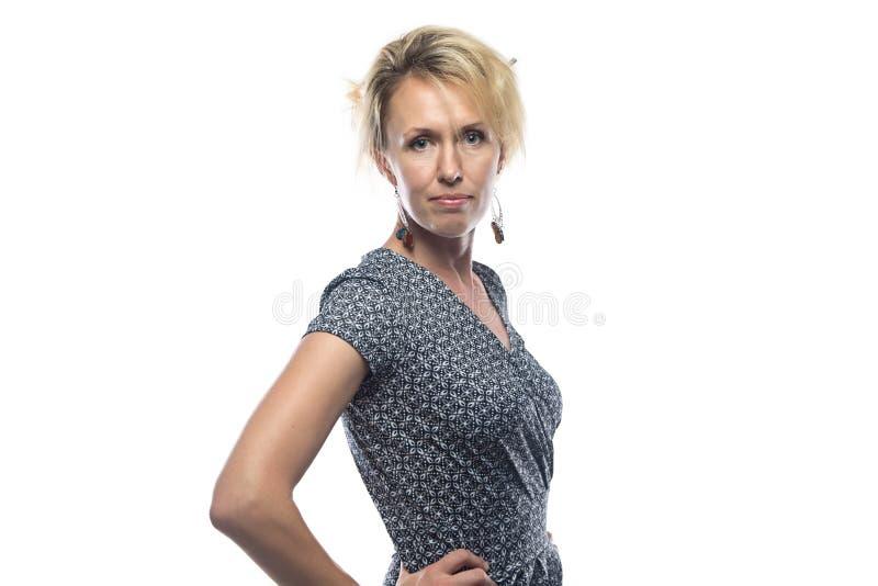 白肤金发的妇女画象白色背景的 免版税库存照片