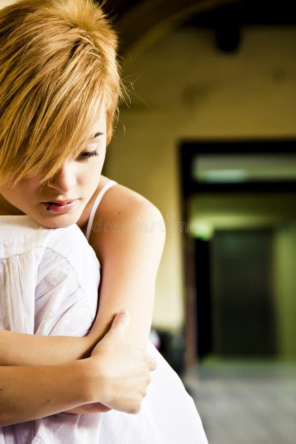 白肤金发的孤立妇女 库存照片