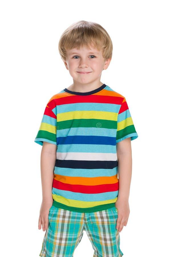 白肤金发的小男孩站立反对白色 库存图片