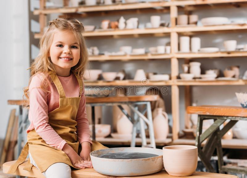 白肤金发的微笑的孩子 免版税库存照片