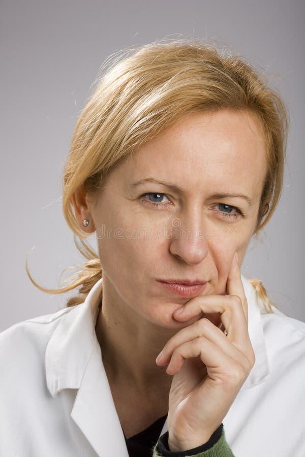白肤金发的成熟认为的妇女 库存照片