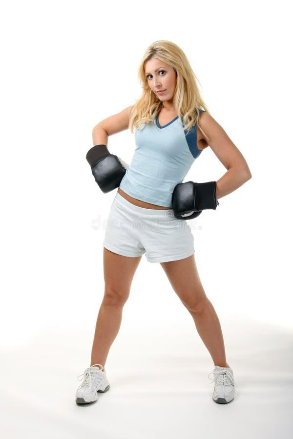 白肤金发的拳击女性 库存照片