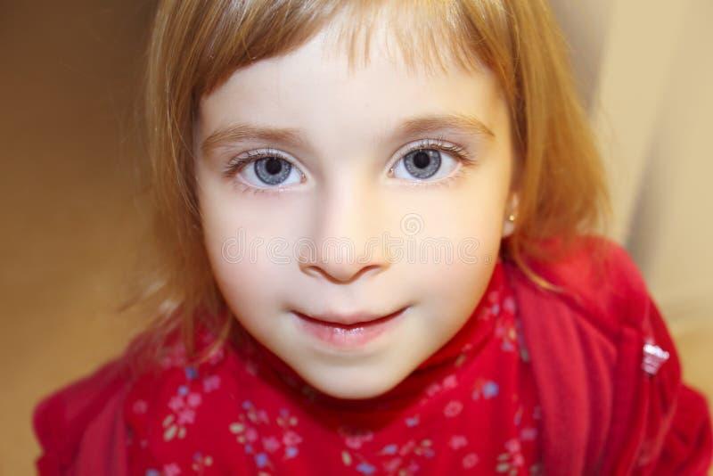 Download 白肤金发的接近的庄稼女孩少许纵向 库存图片. 图片 包括有 敬慕, 女性, 照相机, 女孩, 表面, beautifuler - 15693101