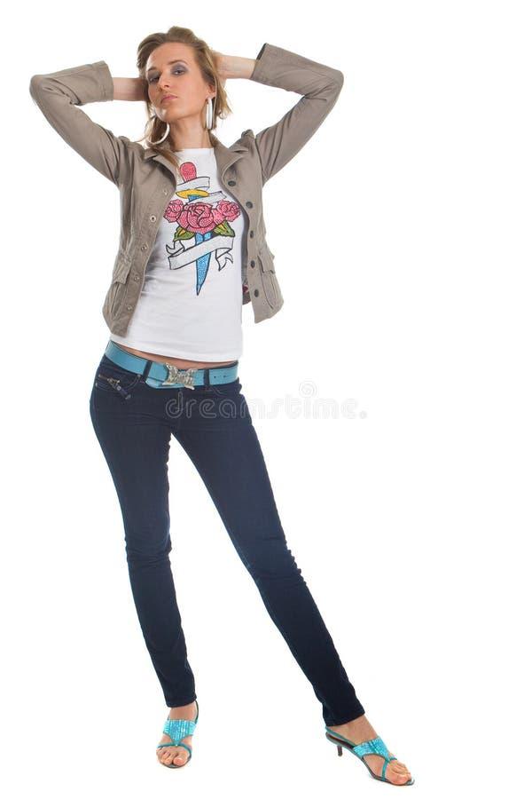 白肤金发的时髦的妇女年轻人 免版税库存图片