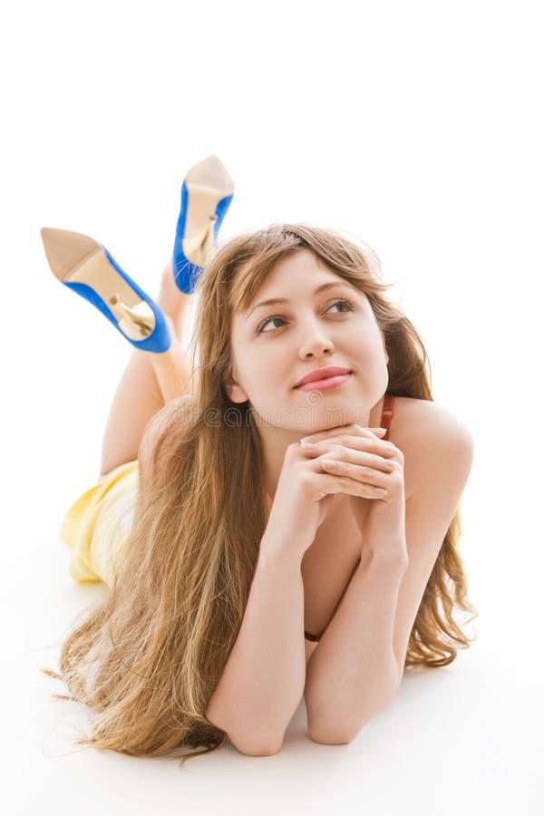 白肤金发的楼层女孩位于的年轻人 免版税库存照片