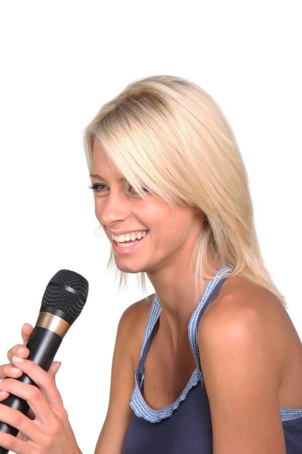 白肤金发的歌唱家报告人 库存照片