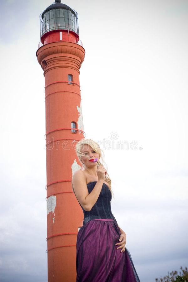 白肤金发的灯塔妇女 免版税库存照片