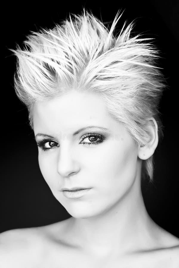 白肤金发的现代纵向妇女 免版税库存照片