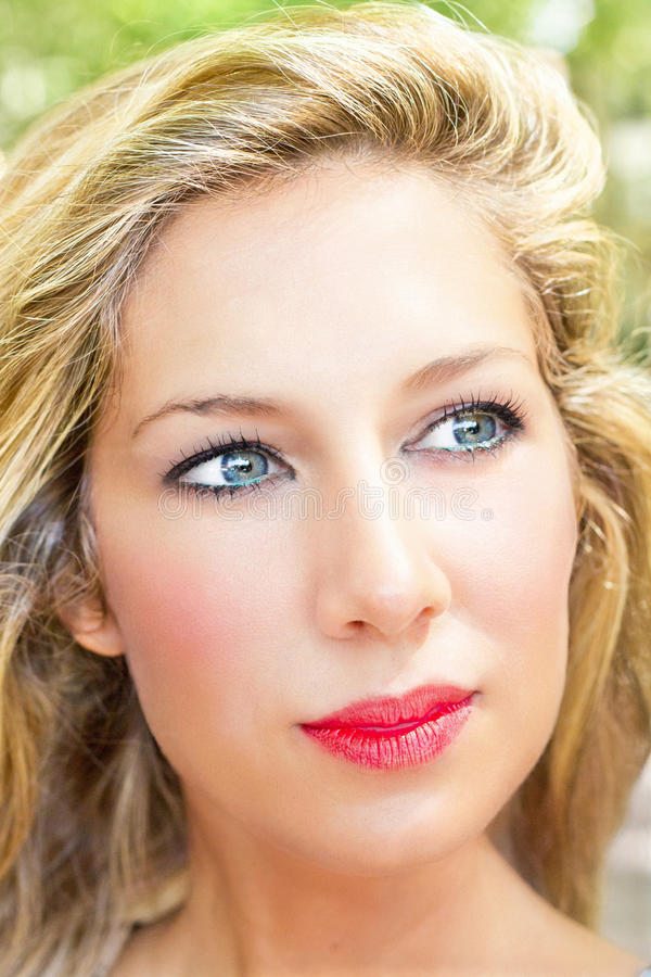 白肤金发的纵向妇女年轻人 库存照片