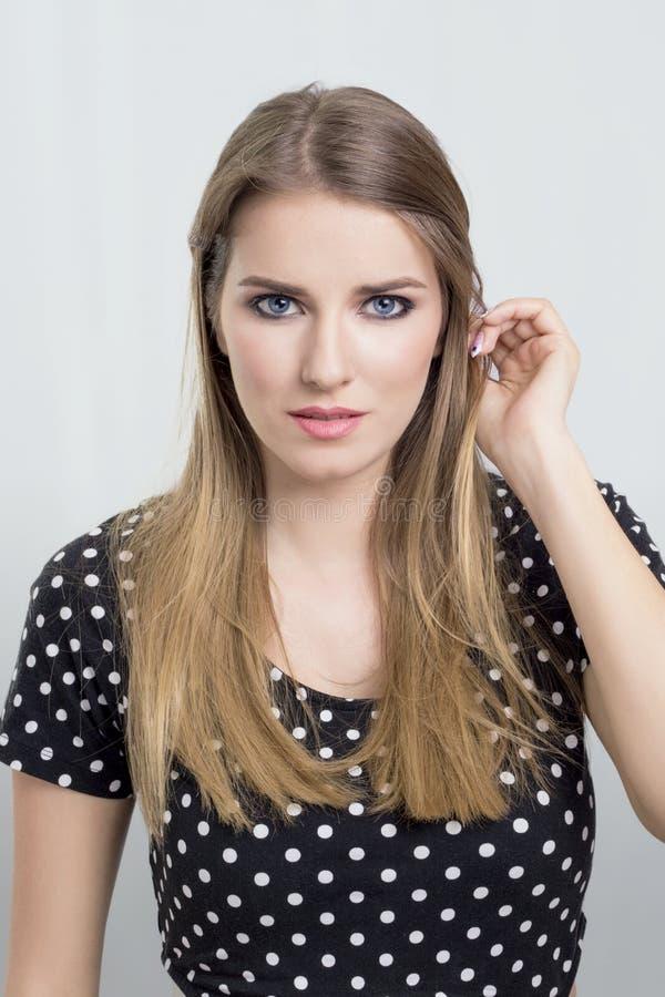 白肤金发的纵向妇女 库存照片